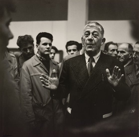 Oskar Kokoschka bei seiner Ausstellungseröffnung in der Secession