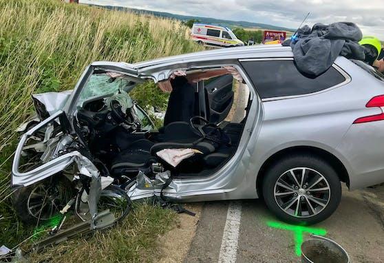 Der Lenker wurde im Auto eingeklemmt.