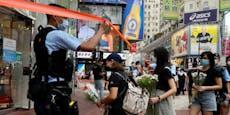 Mann sticht mit Messer auf Polizist & sich selbst ein