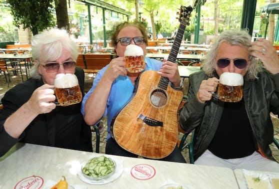 Bier statt Maske: Reinhold Bilgeri, Ewald Pfleger, Rudi Nemeczek