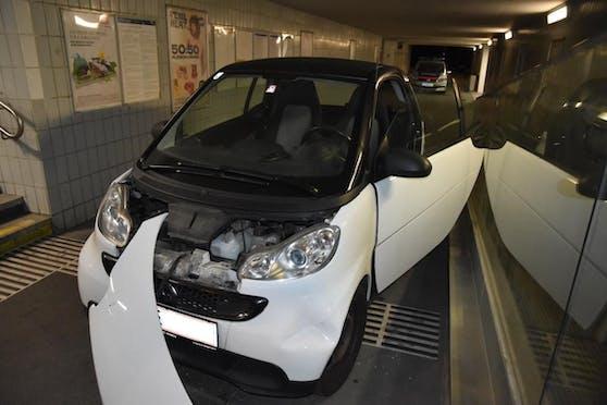 In dieser Fußgänger-Unterführung im Bereich Lastenstraße crashte der Bursch den gestohlenen Wagen.