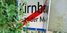 Unbekannter demoliert und stiehlt Schilder in Kirnberg