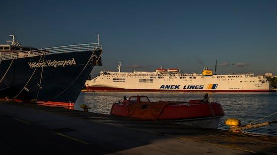 Angesichts der steigenden Corona-Neuinfektionen verschärft Griechenland seine Maßnahmen im Fährenverkehr.