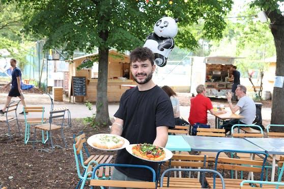 """Ivan (25) tischt im """"Der Garten"""" noch bis Sonntag auf. Dann gibt es die """"Bio Langosch Boiz"""" in Wien erst wieder ab September."""
