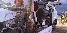 Schwerer Pkw-Crash gegen Baum forderte drei Verletzte