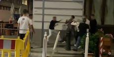 Teenies liefern sich Massenschlägerei vor Wiener Club