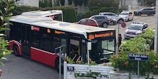 Wiener Bus steckt beim Umdrehen in Sackgasse fest
