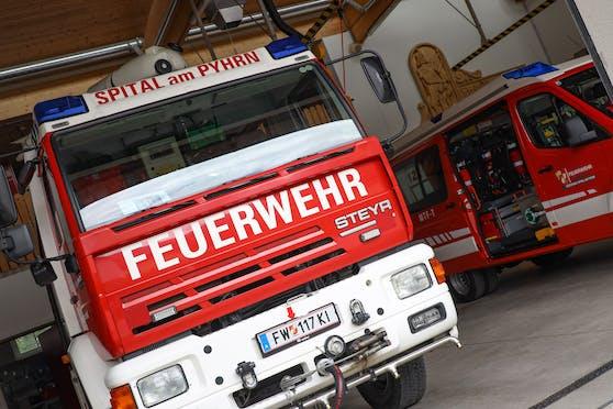 Die Feuerwehr befreite das Kind aus der Küchenmaschine.