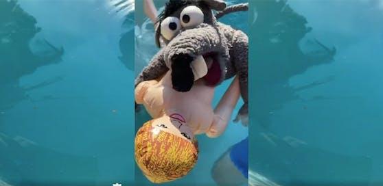 "Rolf Rüdiger mit Sexpuppe ""Marleen"" im Pool"