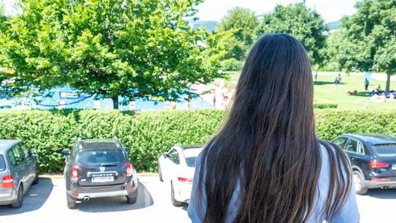 Das 13-jährige Mädchen von hinten fotografiert (ihr erziehungsberechtigter Vater gab sein Einverständnis).