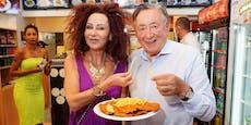Lugners Neue vegan – jetzt isst er Schnitzel mit der Ex