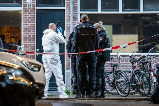 Auf den prominenten Kriminalreporter Peter R. de Vries ist mitten in Amsterdam (NL) ein Anschlag verübt worden.