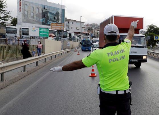 In der Türkei kamen zwei Beamte bei einer Verkehrskontrolle ums Leben. Ein Österreicher steht im Verdacht, stark alkoholisiert in eine Gruppe von Beamten gerast zu sein. (Symbolbild)