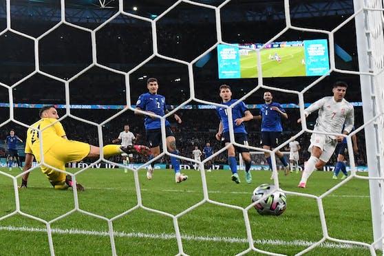 Alvaro Morata trifft zum Ausgleich.