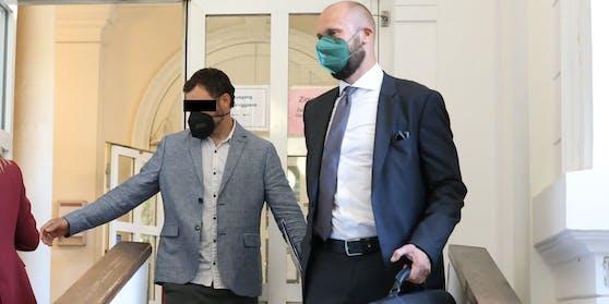 Turpal I. (33) kam im Sakko, rechts sein Anwalt Florian Kreiner.