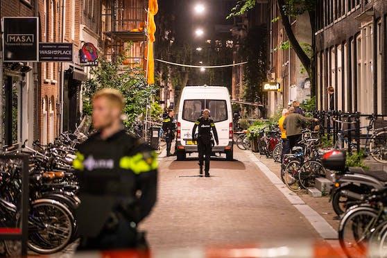 Kriminalreporter Peter R. de Vries wurde in Amsterdam von einer Kugel im Kopf getroffen.