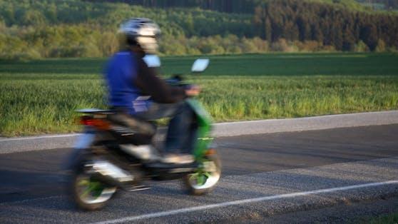 Ein 19-jähriger Mopedfahrer hielt in der Nacht auf Dienstag die Polizei von Bregenz und Hard (beides Vorarlberg) auf Trab.
