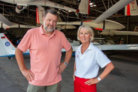 Pilot Werner Asanger mit Marion Sensenberger vom Kriseninterventionsteam