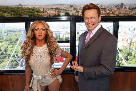 Vor dem Einzug ins Wachskabinenkabinett drehte Beyoncé noch eine Runde mit Arnold Schwarzenegger mit dem Riesenrad.