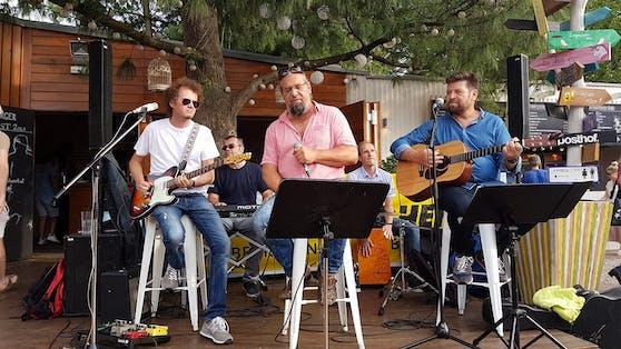 TR&B spielen ein Open Air in Traun.