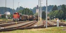 Mann (55) bei Verschubarbeiten von Zug überrollt – tot