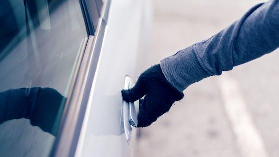 Am Mittwoch schnappte die Polizei einen Mann, der sich mittels eines Störsenders Zutritt zu Autos verschaffte und Wertgegenstände daraus entnahm.