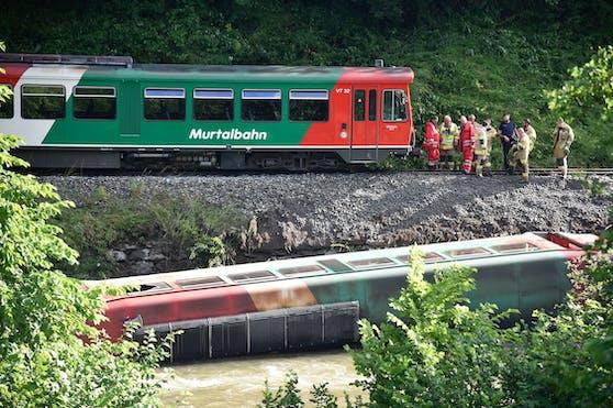 Murtalbahn voller Kinder entgleist – 15 Verletzte