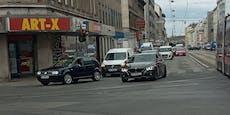 Lkw fährt Wiener Motorradfahrer an und flieht