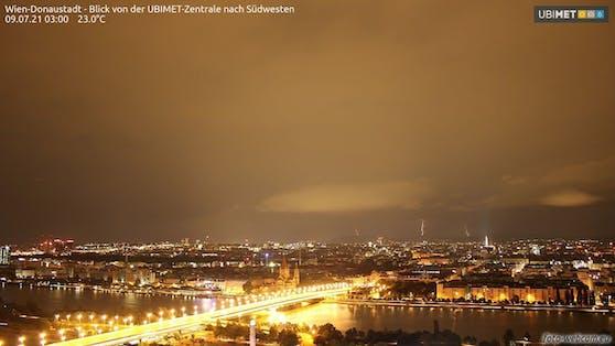 Blitze erhellen den Nachthimmel über Wien - Aufnahme 3 Uhr früh (09.07.2021)